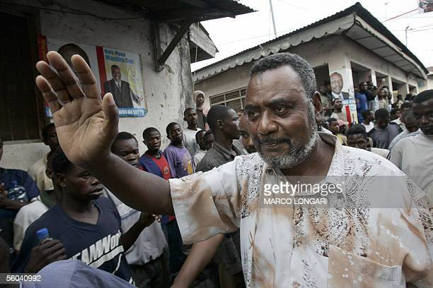 The Civic United Front leader Maalim Saif Sherif greets 01 November 2005 his supporters at his headquarter in the Darajani district Stone Town...