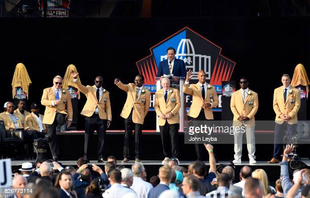 The class of 2017 Morten Andersen Terrell Davis Kenny Easley Jerry Jones Jason Taylor LaDainian Tomlinson and Kurt Warner on stage at the Pro...