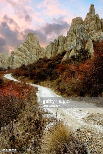 the clay cliffs at omarama, otago,  new zealand - region otago stock-fotos und bilder