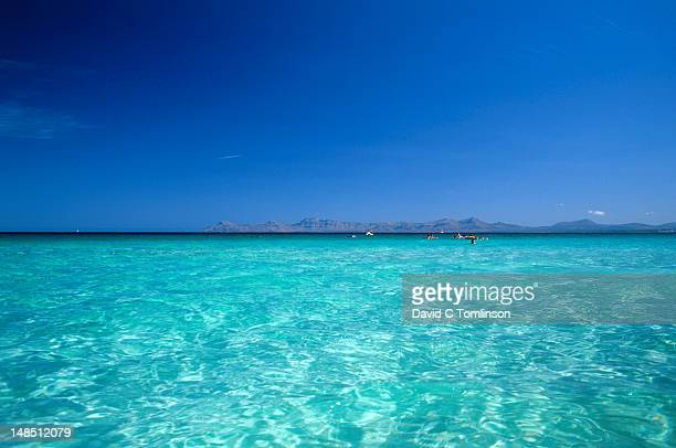 the clear blue waters of the bay off the playa de muro, alcudia, mallorca - muro stock photos and pictures