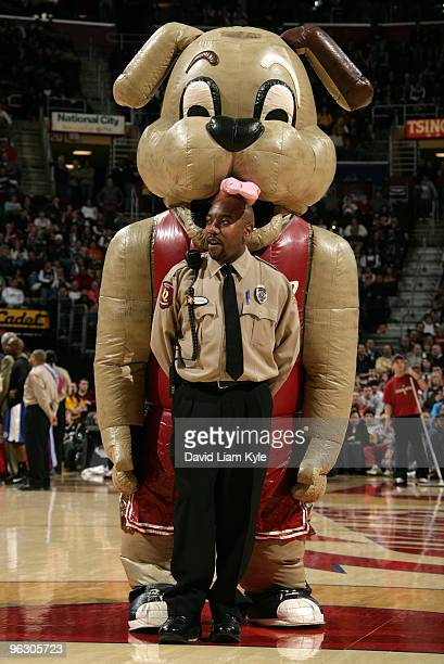The Cleveland Cavaliers' mascot, Moondog, polishes a security guard's head during a time out in the game against the Los Angeles Clippers on January...