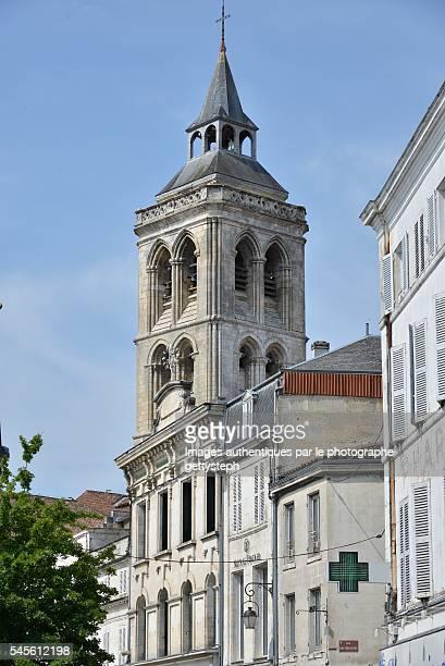 the clock of church st-léger - cognac - fotografias e filmes do acervo