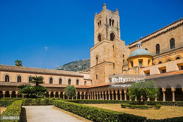 The cloister and the Duomo