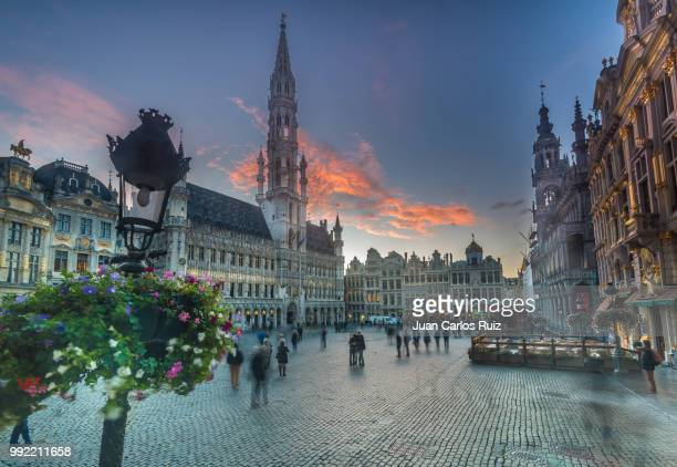 the cloud that liked the grand place - brussels capital region stock pictures, royalty-free photos & images