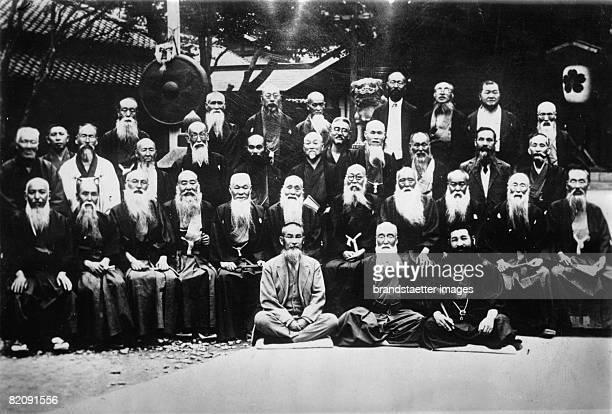 The club of long beards in Tokyo has numerous members, Japan, Photograph, Aropund 1930 [Der Club der langen B?rte in Tokio hat zahlreiche Mitglieder,...