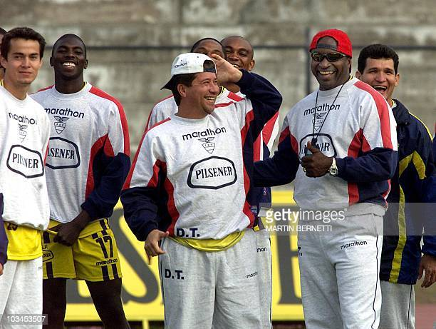 The coach for the soccer team Hernan Dario Gomez and Milton Rodriguez and Ivan Kaviedes smile before they start to play in Quito 01 November 2001 El...
