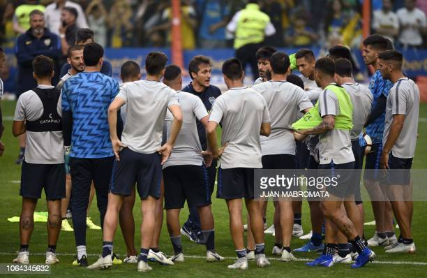 The coach of Argentina's Boca Juniors Guillermo Barros Schelotto talks to the players during an open training session at the La Bombonera stadium in...