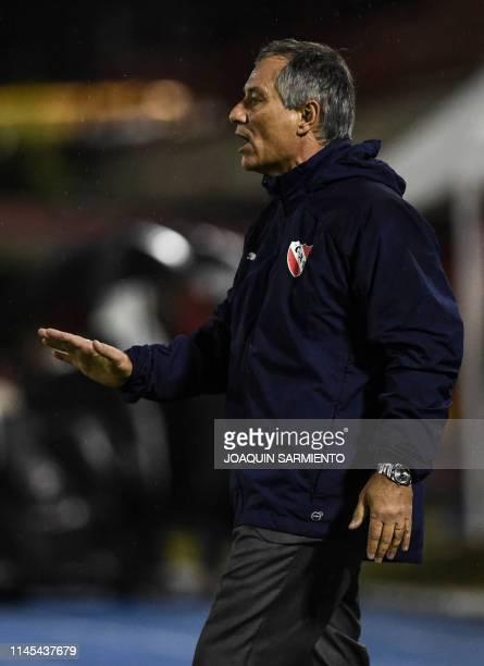 The coach of Argentina's team Independiente Ariel Holan gestures during the Copa Sudamericana football match against Colombia's Rionegro Aguilas at...