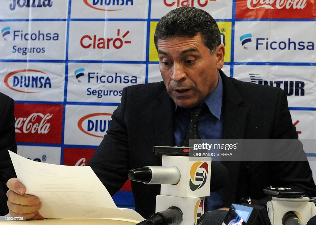 The coach of Honduras football team, Colombian Luis Suarez, speaks during a press conference to anounce the players list for the upcoming Brazil 2014 FIFA World Cup CONCACAF qualifier match against US, on January 28, 2013 in Tegucigalpa. Honduras will face US next February 6 at the Olimpico stadium in San Pedro Sula. AFP PHOTO / Orlando SIERRA