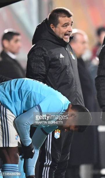The coach of Peruvian team Sporting Cristal Argentine Claudio Vivas gives instructions to a player during the Copa Sudamericana football match againt...