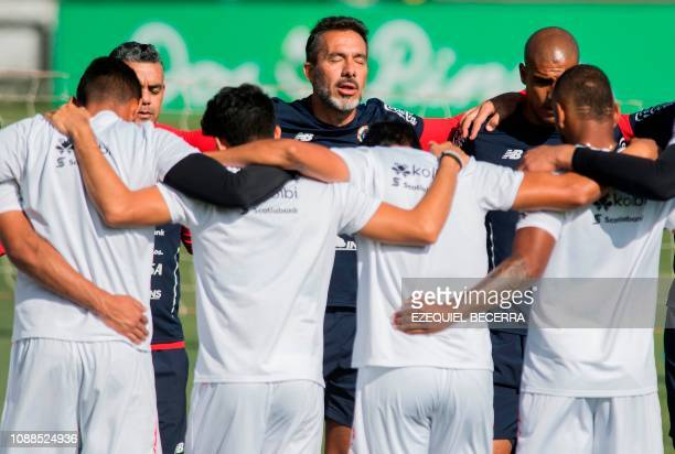 The coach of the Costa Rican national football team Uruguayan Gustavo Matosas prays with the team before a training session at the Proyecto Gol...
