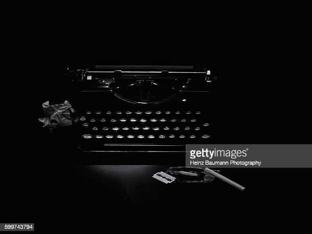 the cocaine addicted novelist - vintage typewriter with the utensils of a cocaine addict in the foreground - heinz baumann photography stock-fotos und bilder