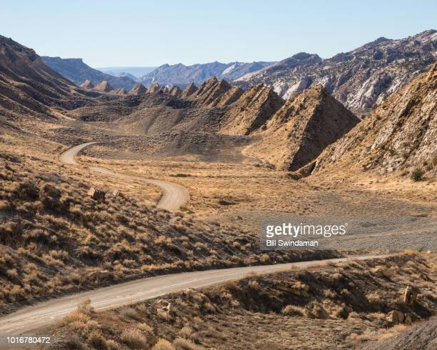 the cockscomb fault rock formation in grand staircase national monument along the cottonwood canyon road in utah - grand staircase escalante national monument stock pictures, royalty-free photos & images