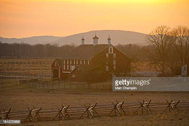 the codori farm at gettysburg battlefield - gettysburg stock photos and pictures