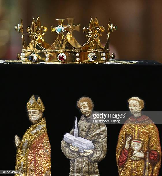 The coffin containing the remains of King Richard III is draped in a speciallyembroidered 'pall' and adorned with a crown as it sits in repose inside...