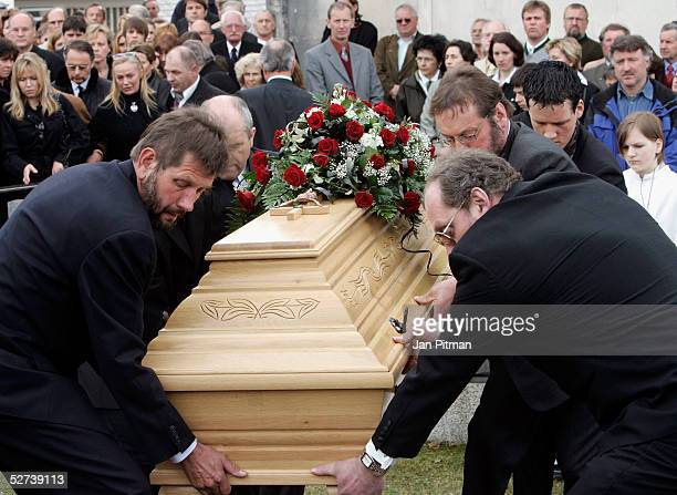The coffin is lowered in the grave during the funeral of actress Maria Schell at the Nikolaus church on April 30 2005 in Preitenegg Austria The...