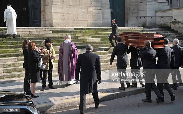 The coffin of French actress Annie Girardot is carried into Paris SaintRoch church applauded by her daughter Giulia Salvatori his grandson Renato and...