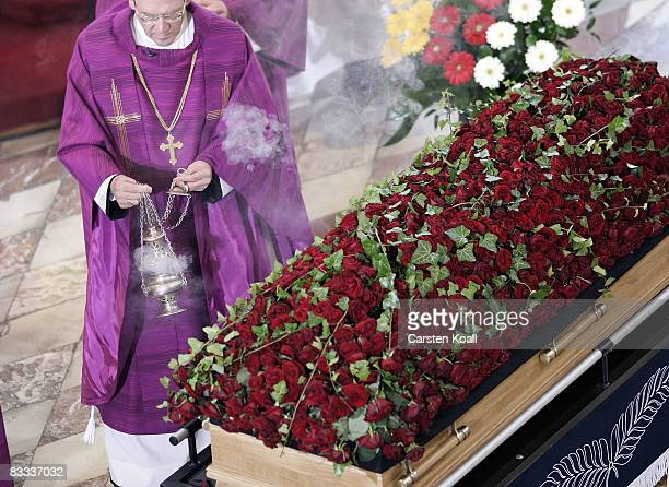 The coffin of Governor and the leader of Austria's Buendnis Zukunft Oesterreich party Joerg Haider stands in the Cathedral on October 18 2008 in...