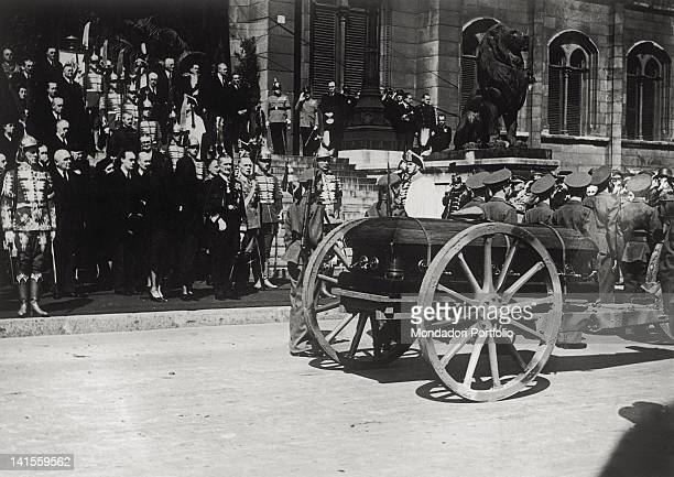 The coffin of Istvan Horthy von Nagybanya son of Hungarian Regent Admiral Miklos Horthy von Nagybanya leaves the Palace of the Parliament placed on a...