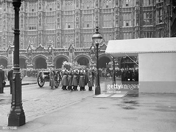 The coffin of King George VI arrives at Westminster Hall for the funeral service, 15th February 1952. Queen Elizabeth II, Queen Mary and Queen...