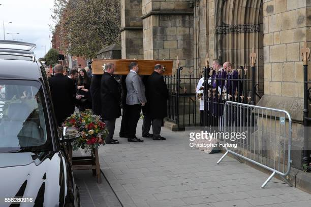 The coffin of Liz Dawn is carried into Salford Cathedral on October 6 2017 in Salford England Actress Liz Dawn who died aged 77 played Vera Duckworth...