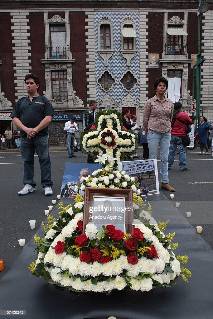 Coffin of Margarita Santizo outside of Interior Ministry in Mexico City : News Photo