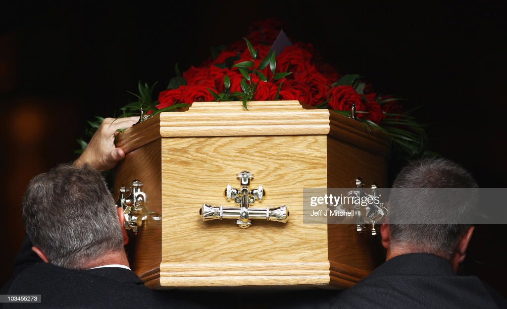 Mourners Attend The Funeral Of Trade Union Leader Jimmy Reid : News Photo
