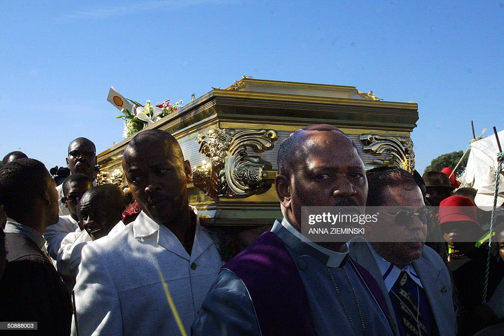 The coffin of South African pop diva Brenda Fassie is