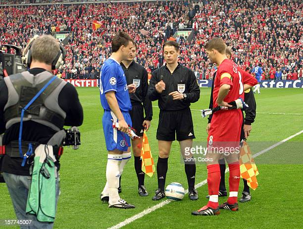 The coin toss between Captains John Terry of Chelsea and Steven Gerrard of Liverpool before the second leg of the UEFA Champions League Semi Final...