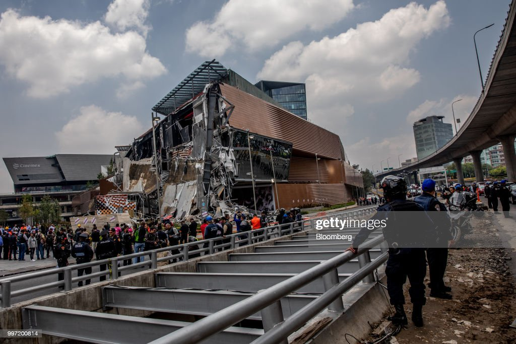 The collapsed section of the Artz Pedregal shopping mall is seen in Mexico City, Mexico, on Thursday, July 12, 2018. A section of the high-end fashionmallinaugurated a mere three months ago collapsed Thursday afternoon in Mexico City. Photographer: Alejandro Cegarra/Bloomberg via Getty Images