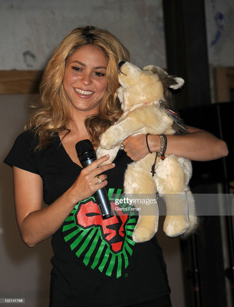 The Colombian singer Shakira and UNICEF, the organization which she is a goodwill ambassador, presented to the press the new T-shirt of Mango, inspired by the song of the World Championship soccer 'Waka Waka', whose benefits will go to the 'South African Elementary School', and she received as a gift a red shirt of the Spanish team of soccer, 4th Juny 2010, Madrid, Spain.