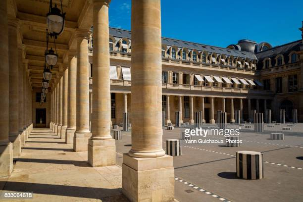 the colonnes de buren, inner courtyard, palais royal, paris, france - palais royal stock pictures, royalty-free photos & images