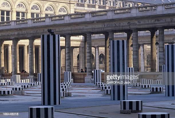 The Columns Of Buren Paris 25 avril 1986 Dans la cour du PalaisRoyal le projet de Jack LANG aboutit Les Deux Plateaux plus communément appelé...