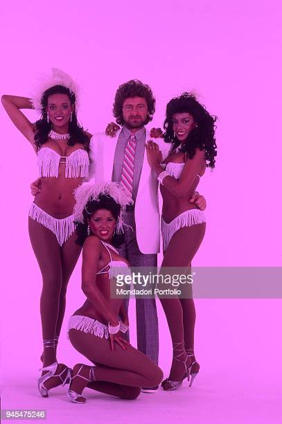 The comedian Beppe Grillo with the dancers of the Tv show Te lo do io il Brasile 1984