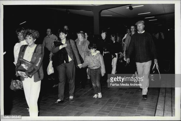 The Comet train arrives back at central station at 1.30 am from Katomba.Passengers back in Sydney after viewing Halleys Comet. April 11, 1986. .