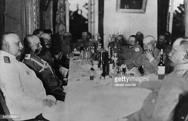 The CommanderinChief of the 1st Russian Army in East Prussia General Paul von Rennenkampf 2nd from l with his staff having lunch in the restaurant...