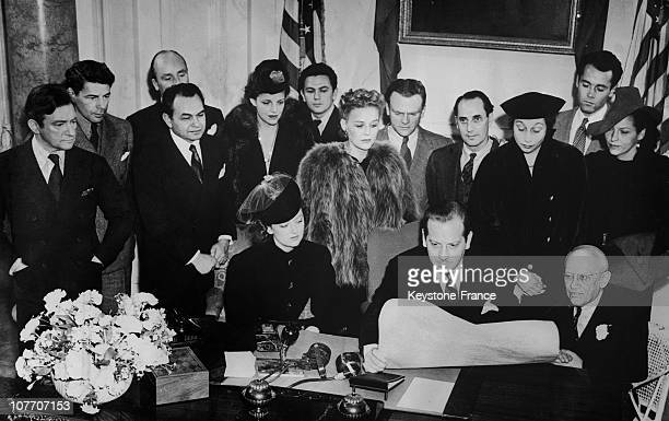 The Committee Of 56 Meeting In Hollywood Signing A Manifesto Calling For An Economic Boycott Of Nazi Germany From Left To Right Standing Claude Rains...