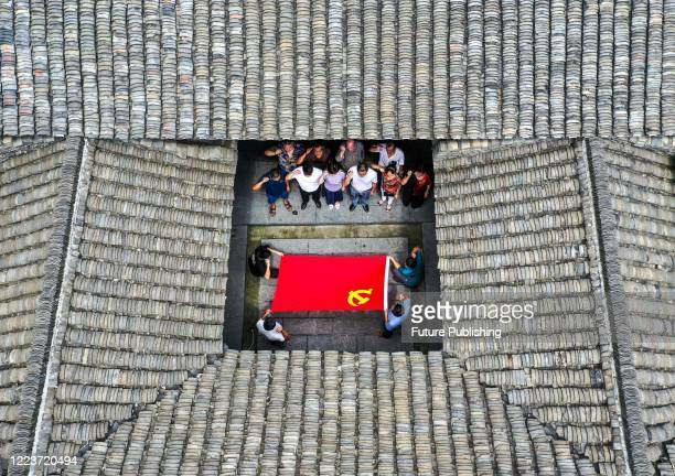 The Communist Party members held an activity to review the oath of joining the party in the red education base to celebrate the 99th anniversary of...