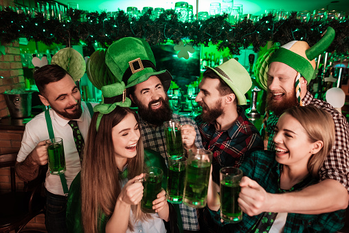 The company of young people celebrate St. Patrick's Day. 905933300