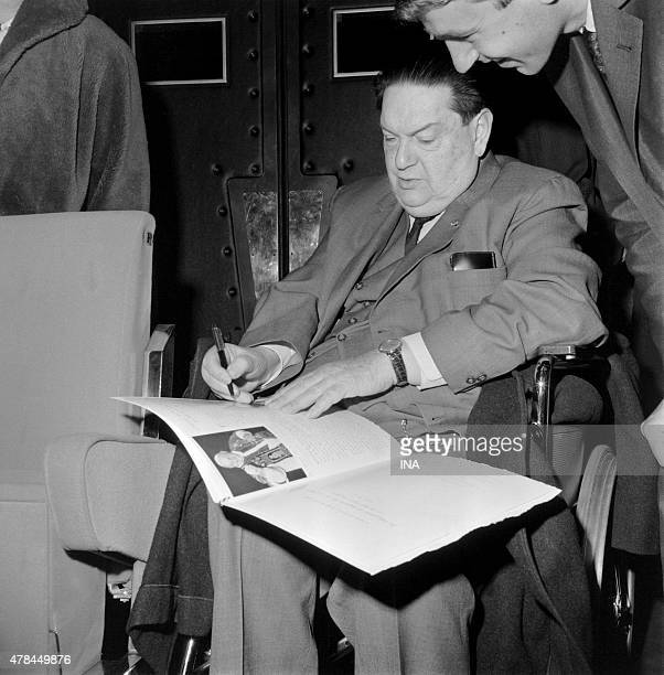 The composer Darius Milghaud signs an autograph at the house of the RTF during the symphonic concert ''Pacem in Terris''