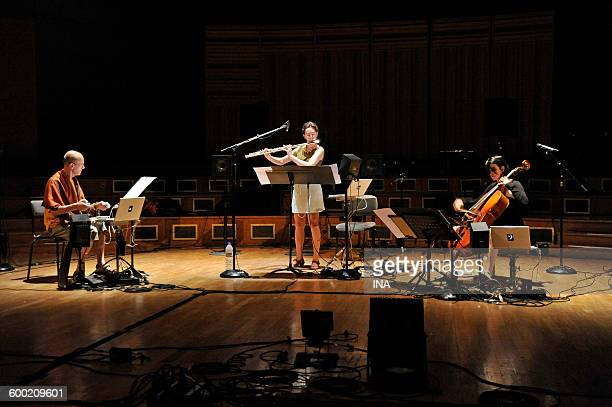 The composer Francis Faber with the flutist Anne Cartel and the violoncellist Martina Rodriguez on stage