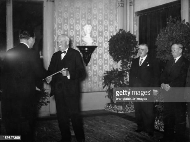 The composer Richard Strauß gets the honour membership in the Viennes Konzerthausgesellschaft. Österreich. Photograph. May 19th 1937. Der Komponist...