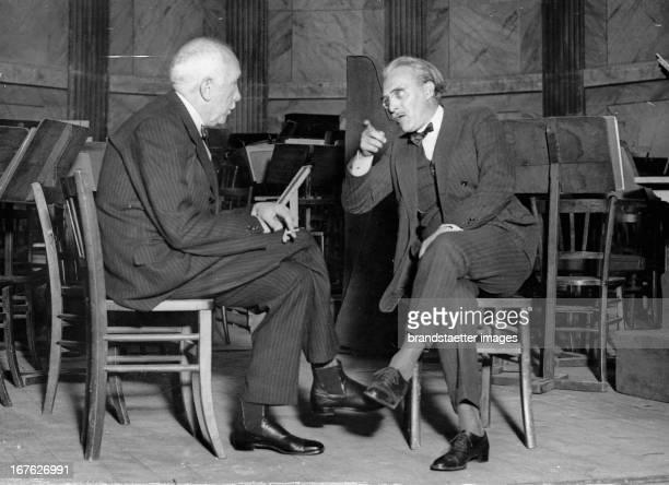 The composer Richard Strauß in talk with Walter Straram, director of the Paris orchestra. Photograph. About 1930. Der Komponist Richard Strauß mit...