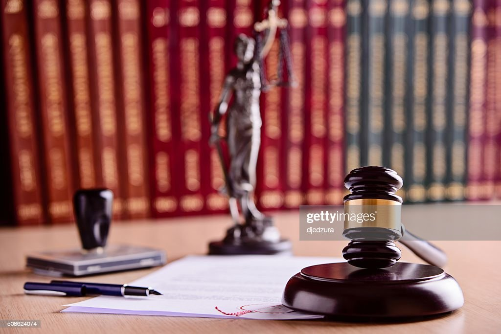 The composition of the gavel, statuette of Themis : Stock Photo