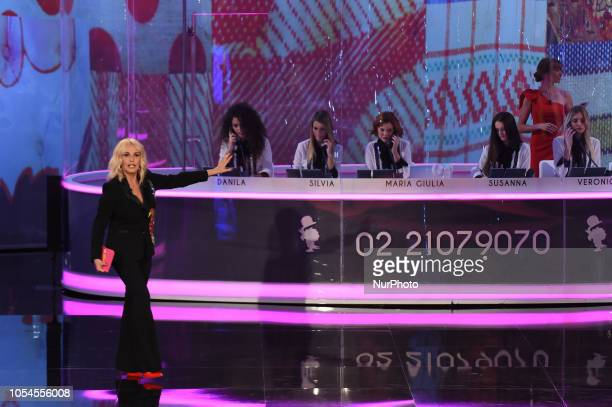 the conductor and actress Antonella Clerici conducts the first evening of Portobello broadcast on Rai Uno after 31 years from its broadcast