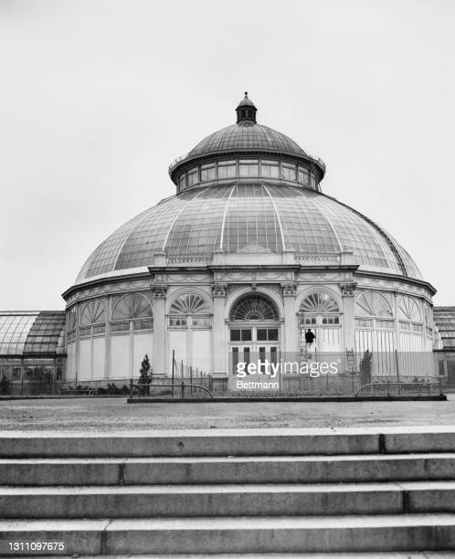 The conservatory at the New York Botanical Garden, at Bronx Park in The Bronx borough of New York City, New York, 13th March 1946. Completed in 1902,...