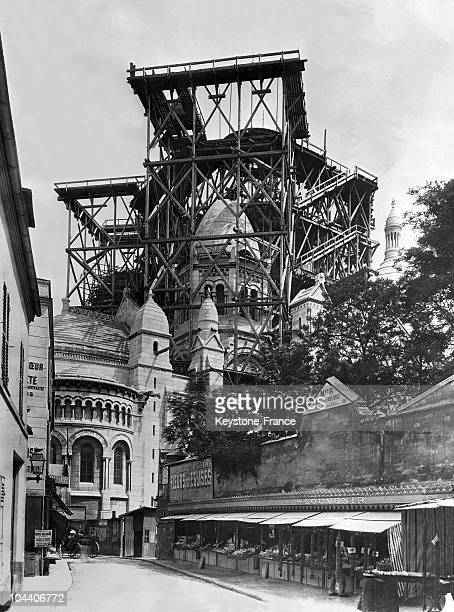 The construction of the belltower of the Sacre Coeur Basilica seen from behind the church St Pierre de Montmartre in the 1880's The eastern chapels...