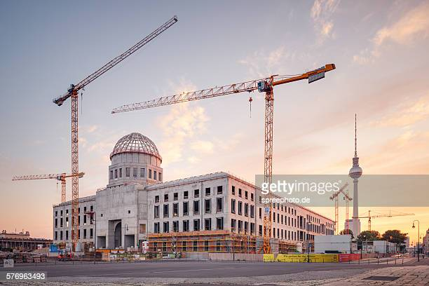 the construction site of the berlin palace - television show stock pictures, royalty-free photos & images