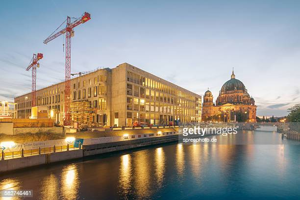 the construction site of the berlin palace - ベルリン王宮 ストックフォトと画像