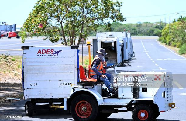 The container allegedly carrying the remains of Salvadoran Victoria Esperanza Salazar Arriaza, the woman who died on March 27, 2021 after being...